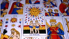 Visualisation de plusieurs cartes d'un tarot divinatoire